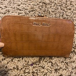 👉🏻4 for $100 Miu miu Croc Kosslock wallet